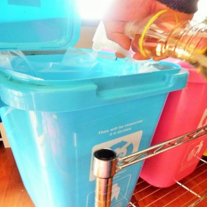 ゴミ箱に竹酢液